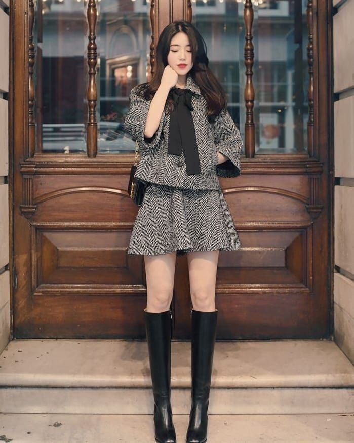 Korean Fashion Trends - Korean girl waiting outside to get hired to write for us