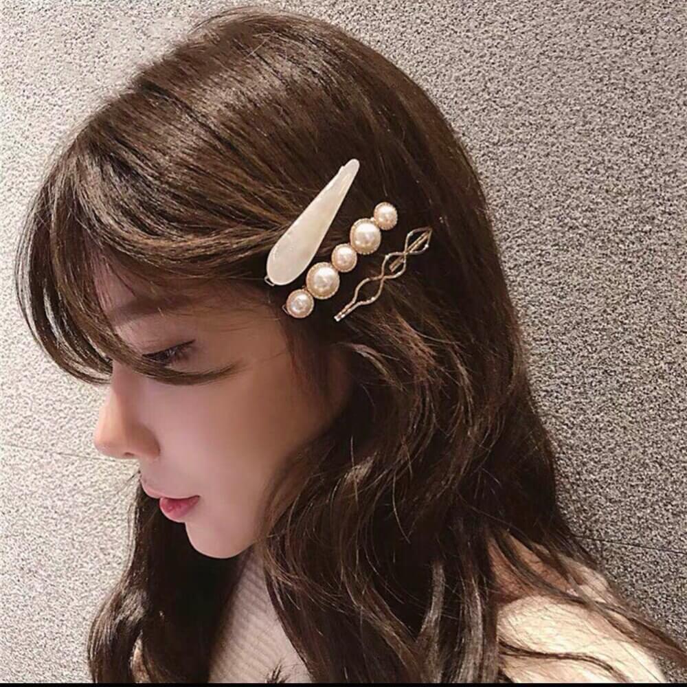 Korean Fashion Trends-Korean women's accessories you can't miss-Korean woman with accessories in her hair